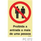 Proibida a entrada a mais de uma pessoa COVID-19 PC072